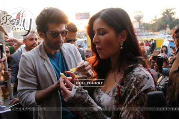 Aditya Roy Kapur and Katrina Kaif Bond over Jalebi in Janpath Market, Delhi (396321)