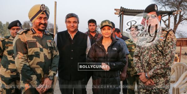 Aishwarya Rai Bachchan Spend Time with BSF 'Jawans' While Shooting for Sarabjit (397466)