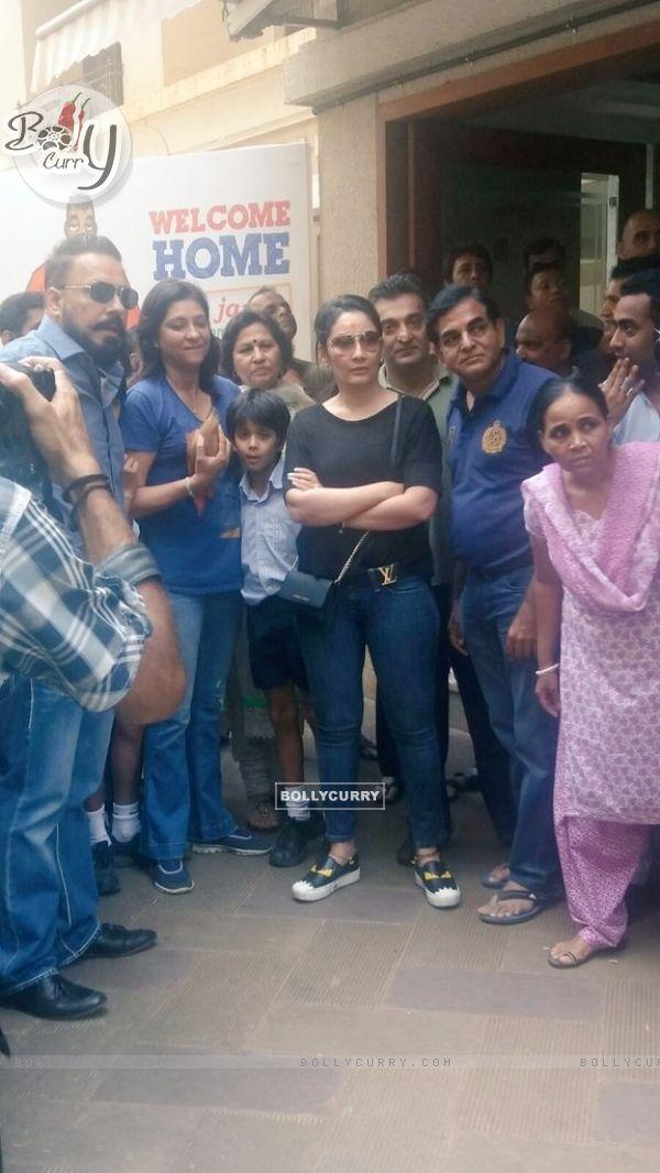 Manyata Dutt waits for Sanjay Dutt's Arrival