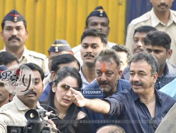 Rajkummar Hirani, Sanjay Dutt and Manyata Dutt post his release of Yerwada Jail.
