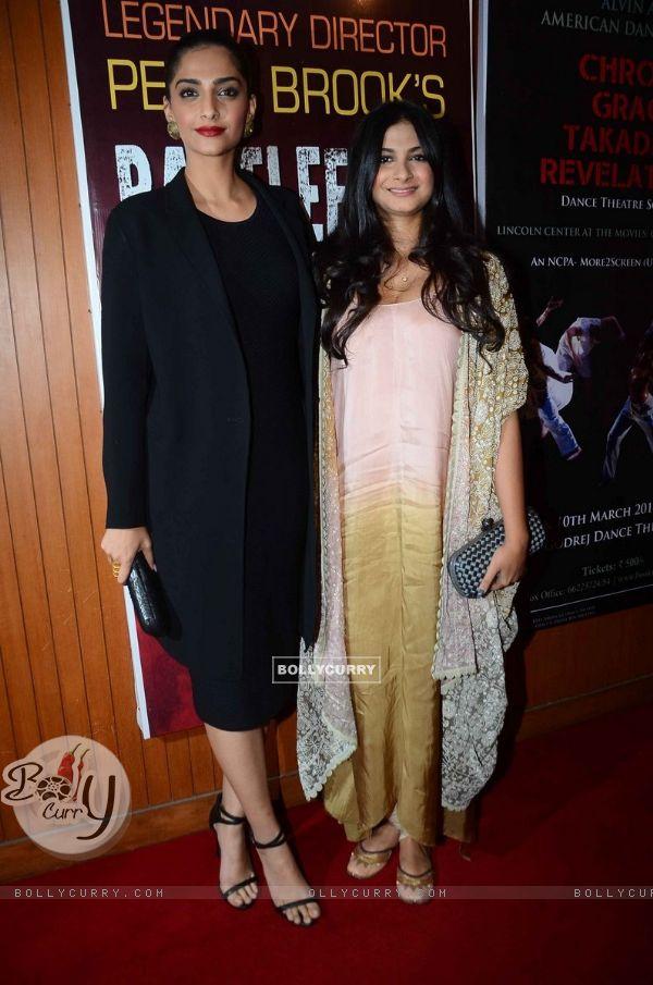 Sonam Kapoor and Rhea Kapoor at Pernia Qureshi's Dance Performance at NCPA