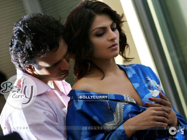 Hot scene of Vivek Oberoi and Niroo Singh (39775)