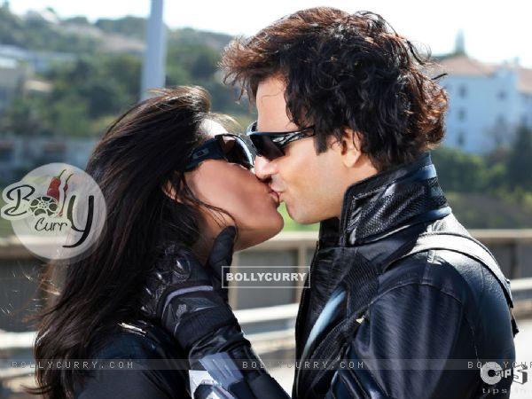 Lip kissing between Vivek and Aruna (39778)