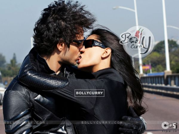 Sexy scene of Vivek and Aruna