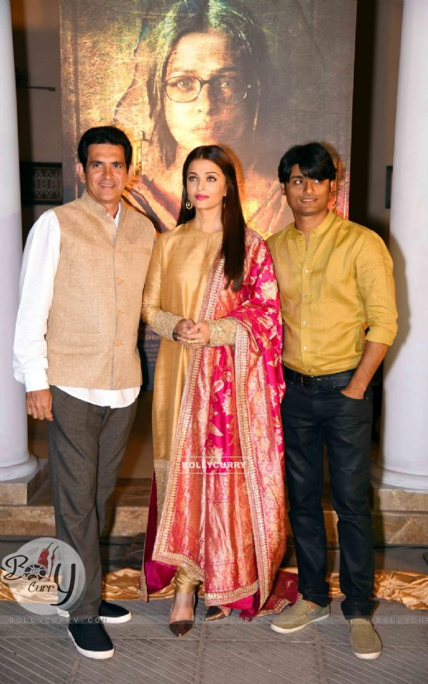 Omung Kumar and Aishwarya Rai Bachchan at Poster Launch of 'Sarabjit' (398053)