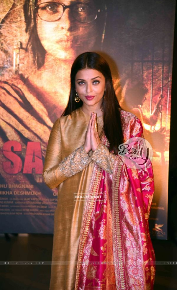 Aishwarya Rai Bachchan Looks Elegant at Poster Launch of 'Sarabjit' (398057)