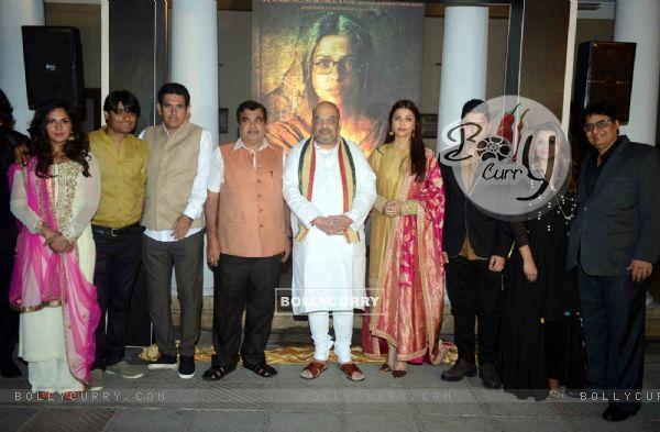 Cast of Sarabjit with BJP Pres Amit Shah & Minister Nitin Gadkari at Poster Launch of 'Sarabjit' (398064)