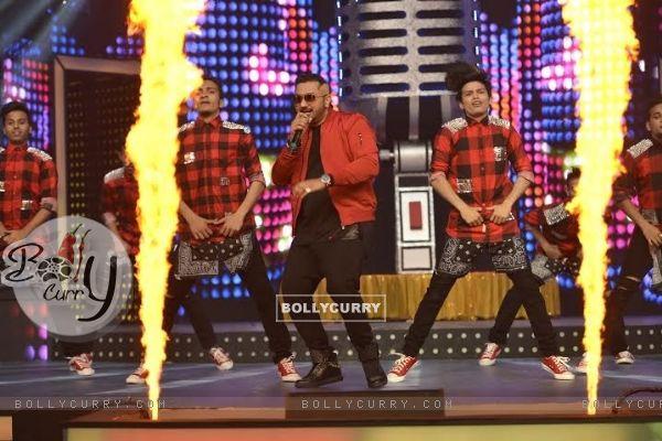 Honey Singh Performs at Mirchi Music Awards 2016