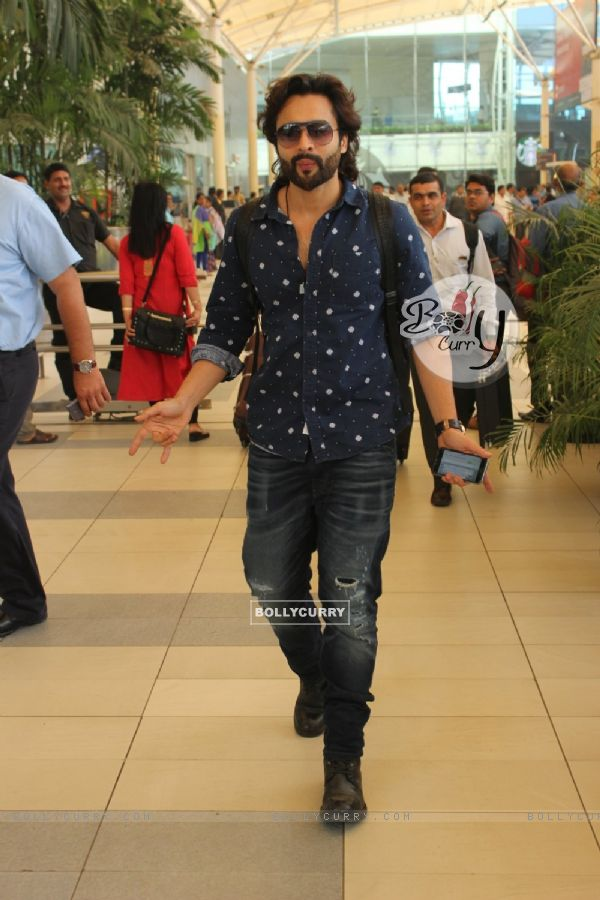 Jackky Bhagnani spotted at Airport!