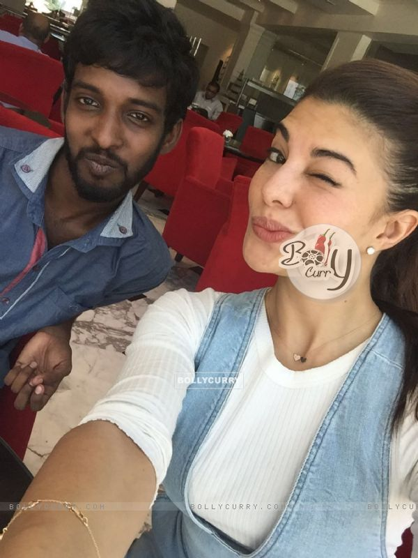 Jacqueline Fernandes poses with her Fan in Srilanka