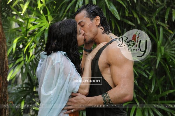 Tiger Shroff and Shraddha Kapoor Share a Passionate Kiss in Baaghi