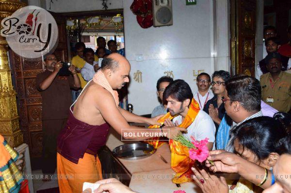Himesh Reshammiya offers prayers at Siddhivinayak Temple