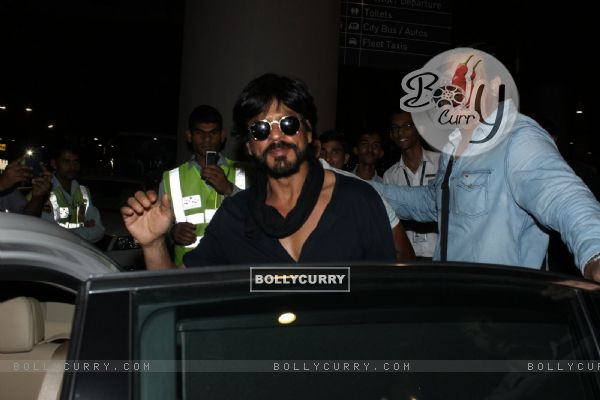 Shah Rukh Khan Snapped at Airport