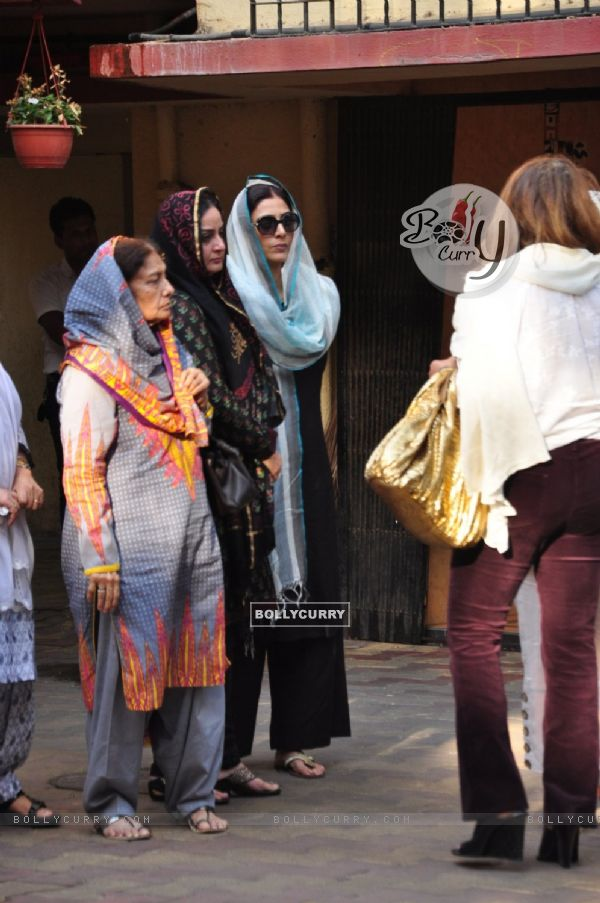 Actress Tabu and Farah Naaz at Dara Singh's Wife's Funeral