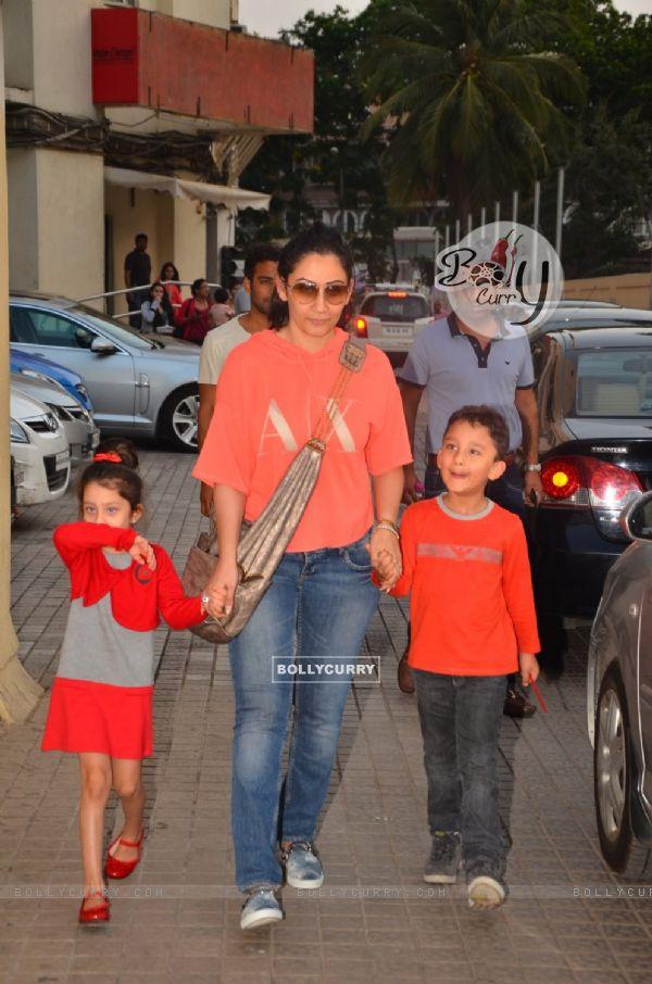 Manyata Dutt with kids Iqra Dutt and Shahraan Dutt