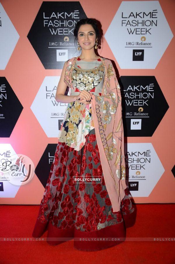 Divya Khosla Kumar at Lakme Fashion Show 2016