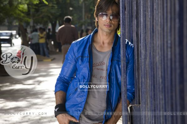Shahid Kapoor in the movie Chance Pe Dance