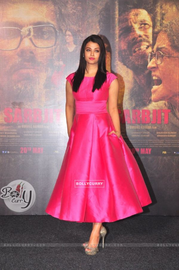 Aishwarya Rai Bachchan at Trailer Launch of 'Sarabjit' (403343)