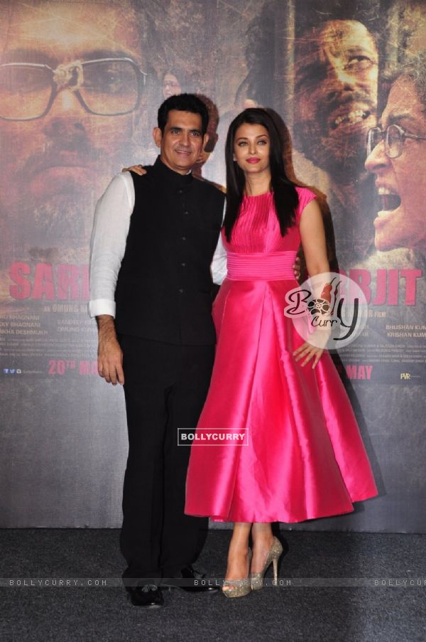 Omung Kumar and Aishwarya Rai Bachchan at Trailer Launch of 'Sarabjit' (403344)