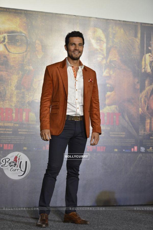 Randeep Hooda at Trailer Launch of 'Sarabjit' (403348)