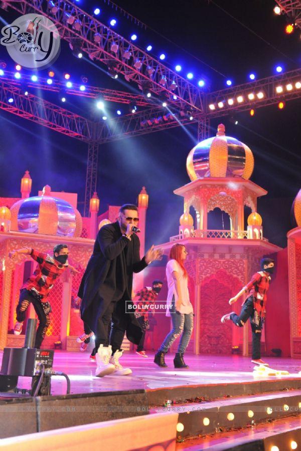 Yo Yo Honey Singh Performs at 6th PTC Punjabi Film Awards 2016