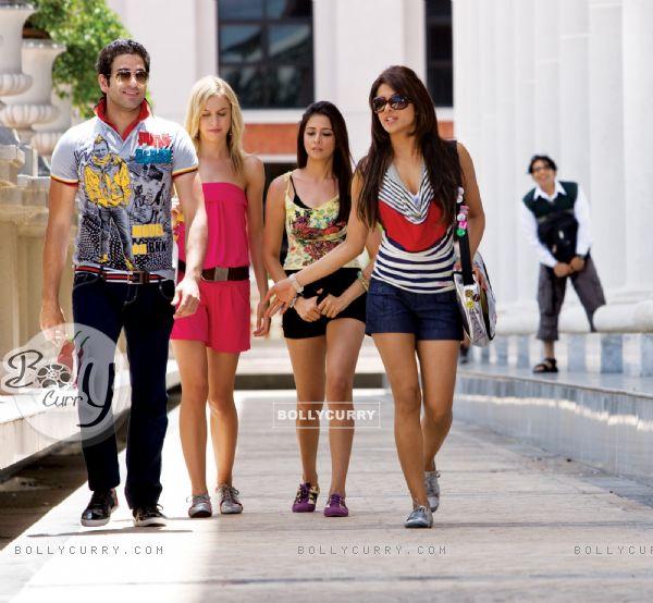 Priyanka Chopra with their friends (40373)