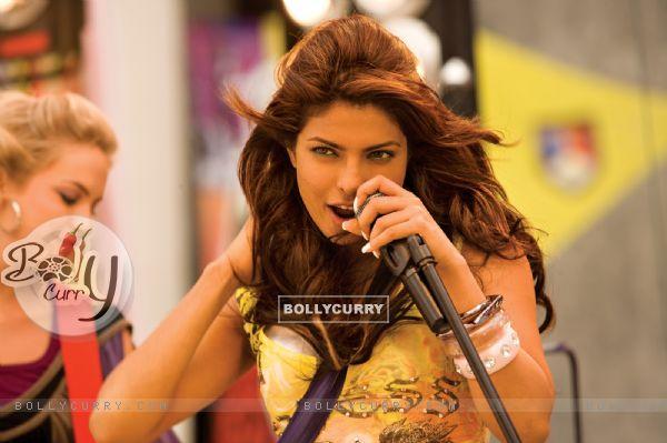 Priyanka Chopra singing a song (40374)