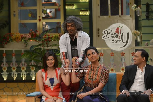 Sunil Grover becomes doctor for Lara and Prachi at Promotions of 'Azhar' on 'The Kapil Sharma Show'