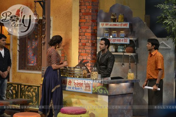 Emraan Hashmi becomes 'Chai Wala' at Promotions of 'Azhar' on 'The Kapil Sharma Show'