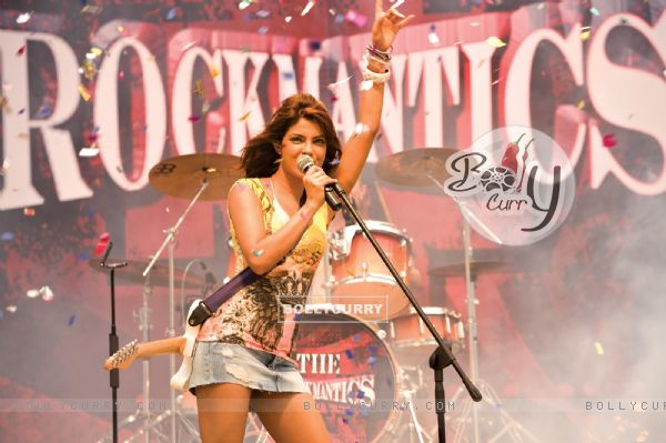 Priyanka Chopra rocking the floor (40398)