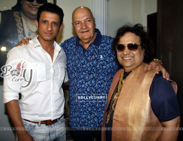 Sharman Joshi and Prem Chopra and Bappi LahiriMahurat of Film Sayonara Phir Milenge at Lahiri House