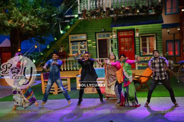 Kapil Sharma, Kiku Sharda, Honey Singh, Sunil Grover on the sets of 'The Kapil Sharma' Show
