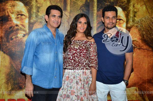 Randeep Hooda and Richa Chadda and Omung Kumar at Song Launch of 'Sarabjit'