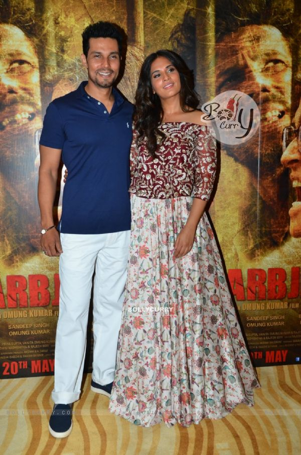 Randeep Hooda and Richa Chadda at Song Lauch of 'Sarabjit'