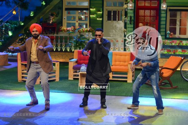Navjot Singh Siddhu, Honey Singh and Kapil SharmaThe Kapil Sharma Show