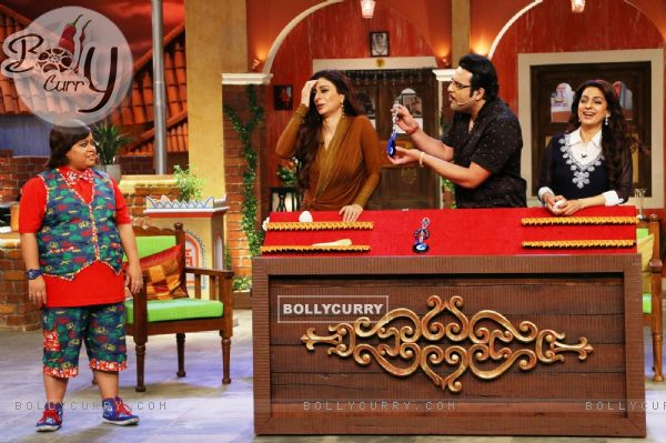Juhi Chawla and Tabu have a blast with Krushna on the sets of 'Comedy Nights Live'
