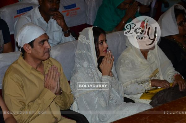 Omung Kumar and Aishwarya Rai Bachchan Pay Homage to Sarabjit