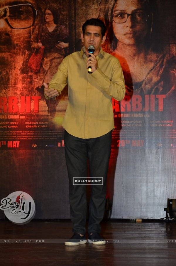 Omung Kumar Pays Homage to Sarabjit