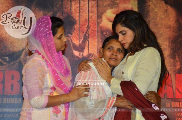Richa Chadha, Sarabjit's sister Dalbir Kaur and Sukhpreet Kaur on Sarabjit's Death Anniversary