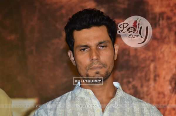 Randeep Hooda Pays tribute to Sarabjit