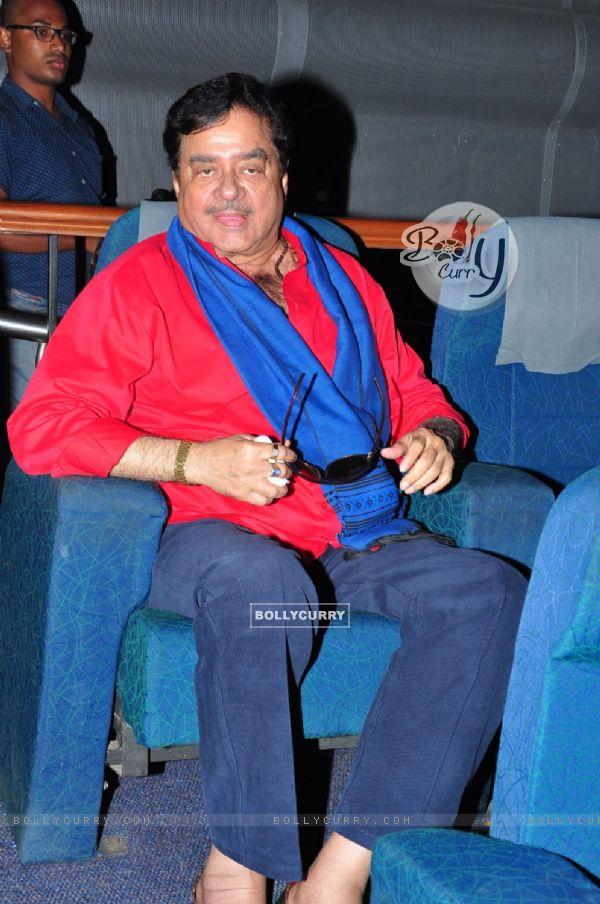 Satrughan Sinha Watches Eedo Rakam Aado Rakam