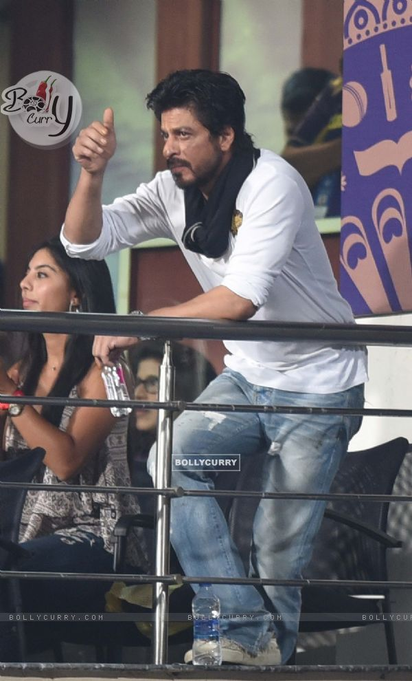 Shah Rukh Khan Snapped at Eden Gardens in Kolkata