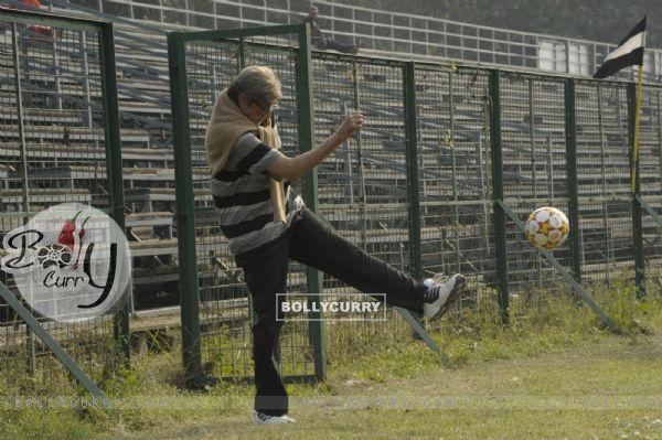 Amitabh Bachchan playing football on sets of TE3N