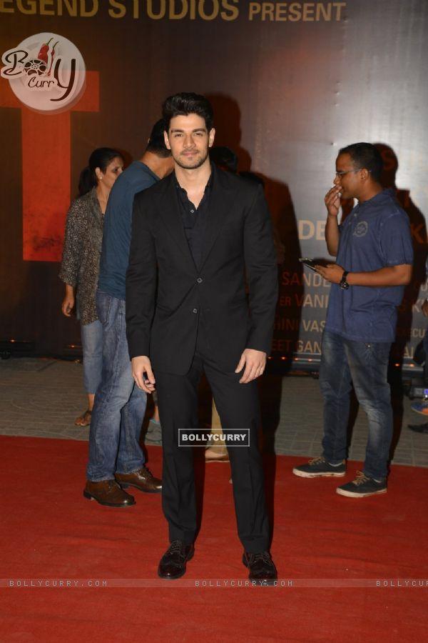 Sooraj Pancholi at Special Premiere of 'Sarabjit' (406355)
