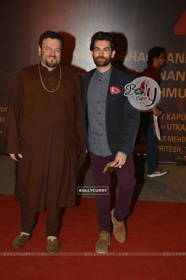 Neil Nitin Mukesh with father Nitin Mukesh at Special Premiere of 'Sarabjit' (406377)