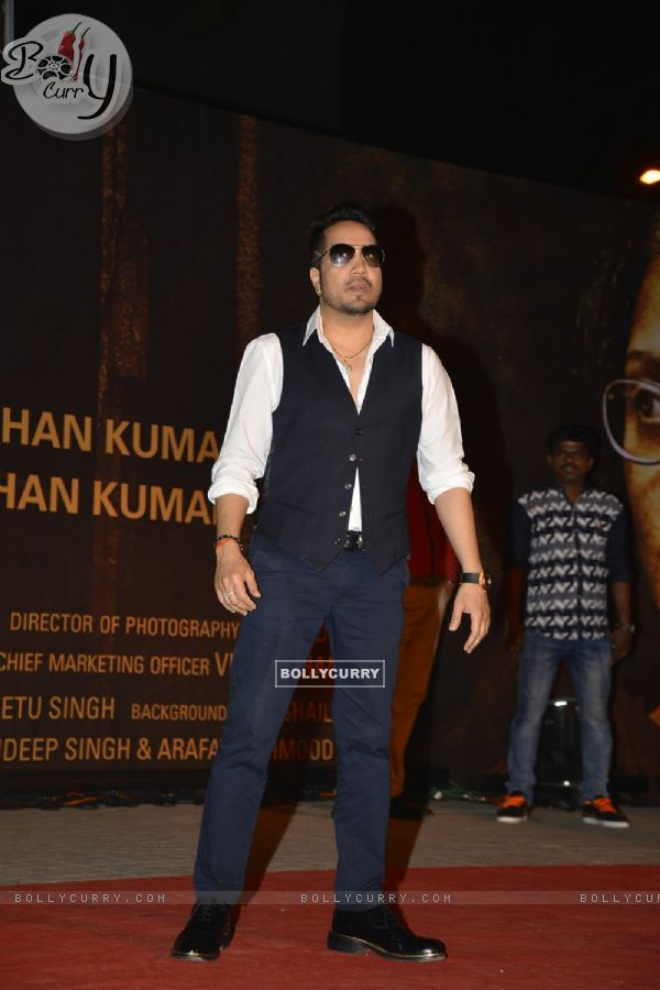 Mika Singh at Special Premiere of 'Sarabjit' (406393)