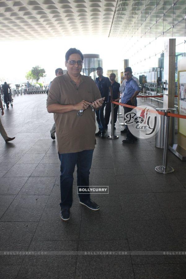 Airport Spotting: Vashu Bhagnani