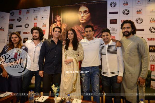 Cast of 'Sarbjit' at Press Meet (406612)