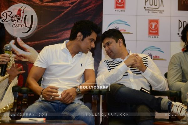 Randeep Hooda and Bhushan Kumar at Press Meet of 'Sarbjit' (406614)