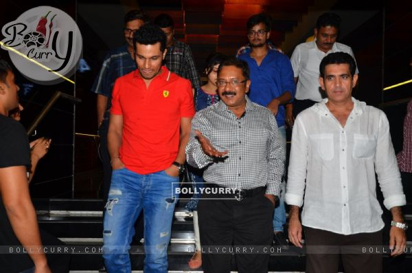 Randeep Hooda with Firefighters at special Screening of Sarbjit (406934)